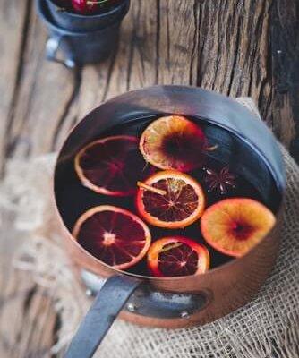 rdeče kuhao vino s pomarančo